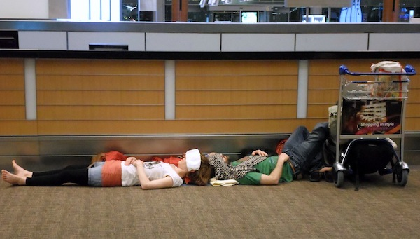 the-best-funny-pictures-of-changi-sleeping-on-floor, people sleeping at the airport