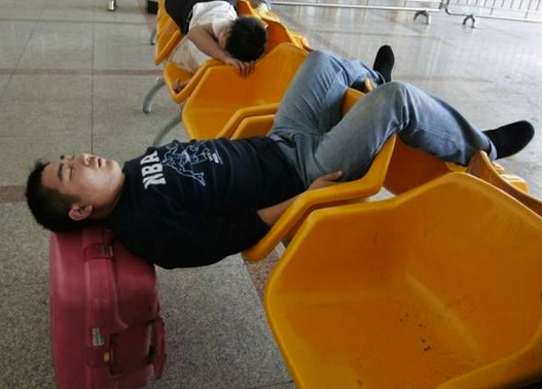 the-best-funny-pictures-of-funny_airport_sleep