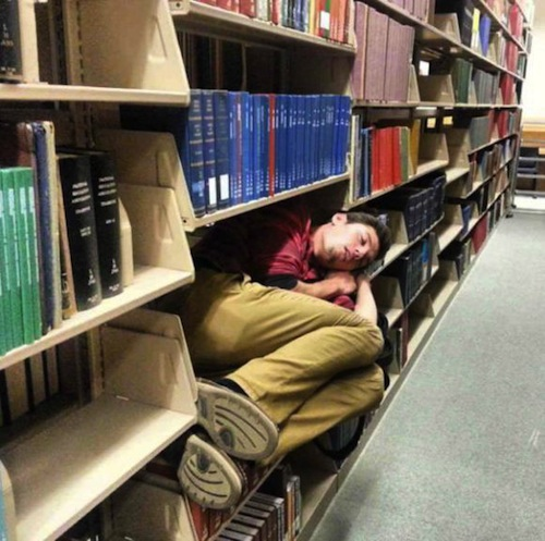 funny people, people sleeping, fall asleep, fall asleep instantly, fall asleep fast, people sleeping in public, funny vids, funny pictures, funny photos, funny pics, people who can fall asleep anywhere, people than can fall asleep anywhere