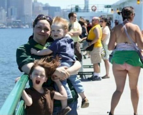 funny things in the background of pictures, funny pictures, funny vids, funny photos, funny pics, funny, funny bakcground pictures, funny background pictures and photobombs