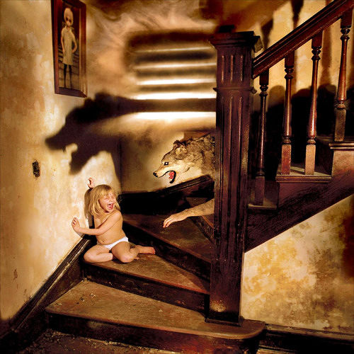little kids in horror photos, scary photos, creepy photos, scary pictures, scary pics, scary picture, cool pictures, cool picture, cool photo, cool photos, photographer puts daughters in horror photos, joshua hoffine, horror photography