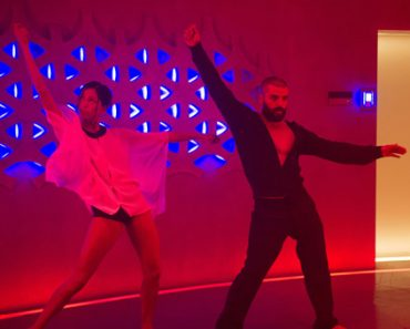 oscar isaac, dance, ex machina dance scene, oscar isaac ex machina, ex machina dance moves, ex machina dance sequence, ex machina kyoko dance, oscar isaac dance in ex machina, ex machina dance floor, oscar isaac dance ex machina song