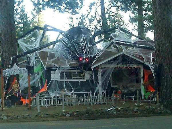 Apparently It S Time To Step Up Your Halloween Decorations