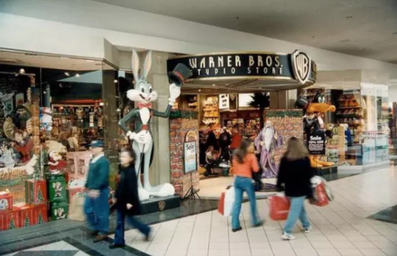 warner bros, warner brothers, WB studio store, warner brothers studio store, warner bros. studio store, the mall, shopping, old, millennial, throwback, photos, millennial photos, photos make millennials feel ancient, photos of 90s, 90s photos, 90s throwback, 90s nostalgia, 90s, 90s kid, i'm old, old af, old pictures, nostalgia, wow i'm old, old school, throw it back, pics, pictures